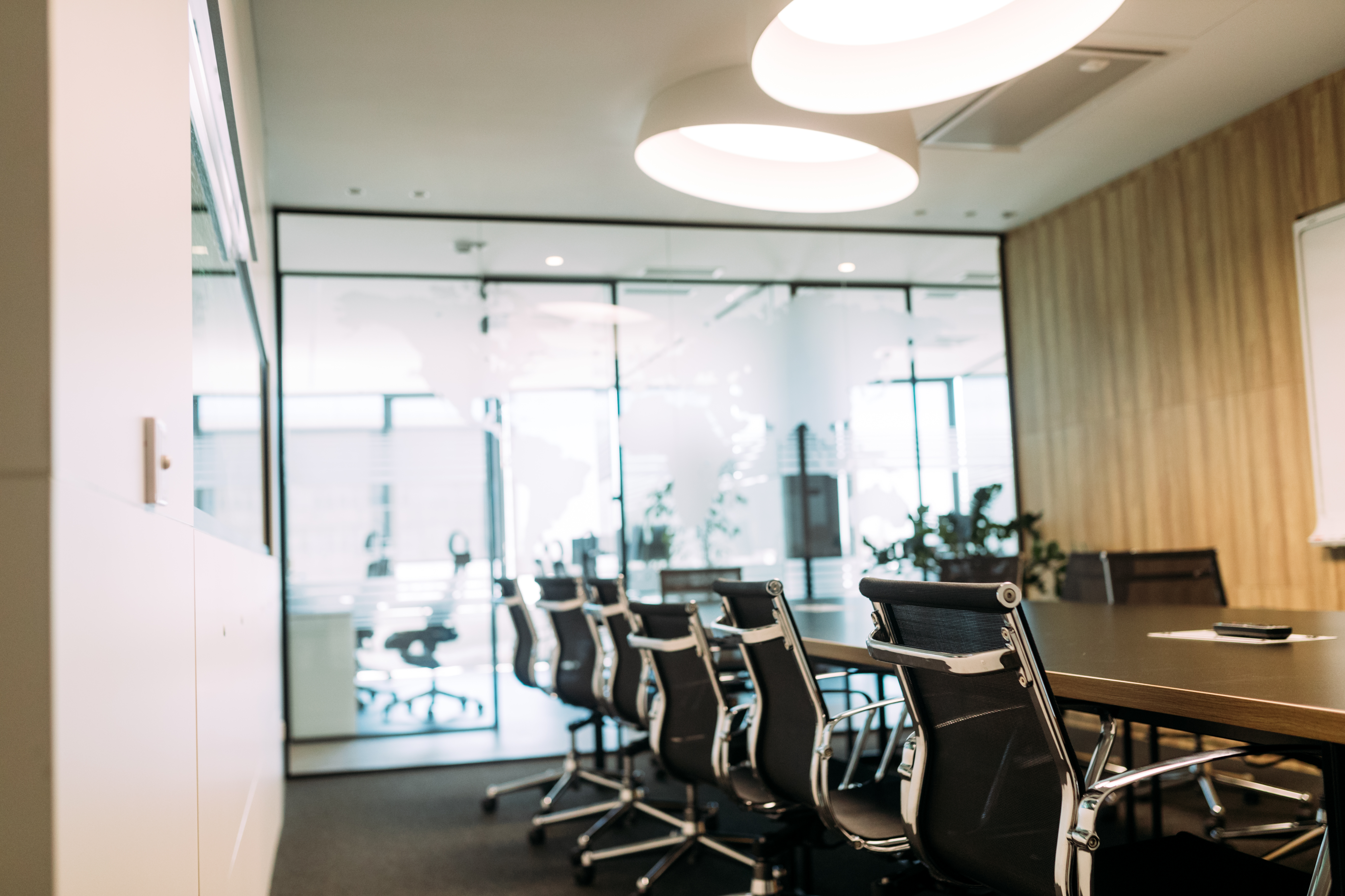 business-meeting-room-or-board-room-interiors-7CEUZGW